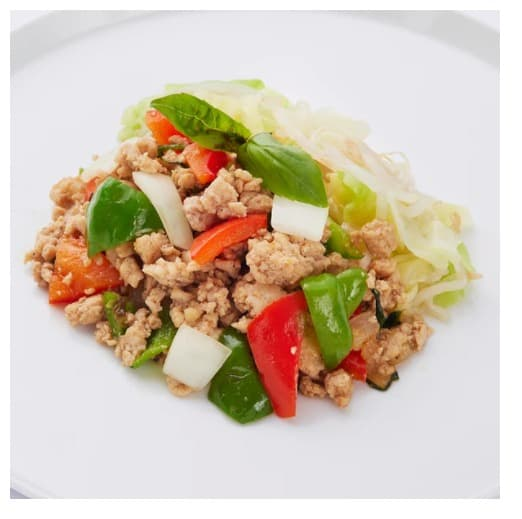 """「3 deli」のメニュー一例""""タイの屋台のような鶏ひき肉のガパオ風炒め"""""""